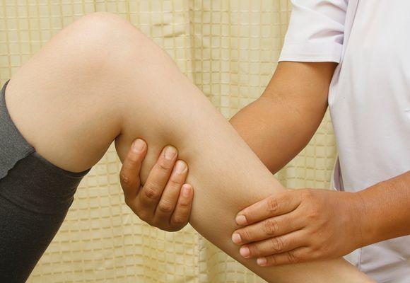 нога в руке